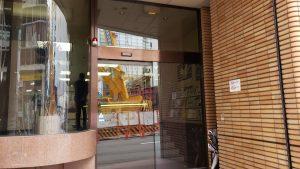 駐大阪中国総領事館は朝8時30分から