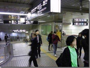 帰化で駐大阪韓国総領事館に行く最寄駅/地下鉄御堂筋線なんば駅ホーム