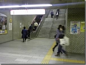 駐大阪韓国総領事館への最寄り駅、地下鉄なんば駅J階段