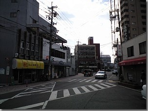 帰化で富田林支局に行く/富田林西口駅前交差点を南下