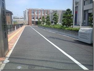 帰化で富田林支局に行く/大阪法務局富田林支局進入路を進む